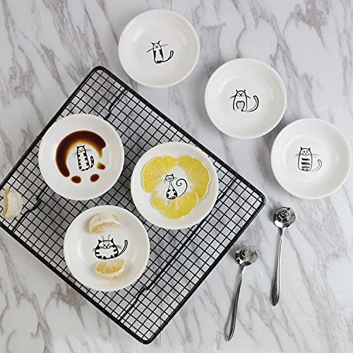 6PCS Super Cute Cat Ceramic Sauce Dish Mini Side Seasoning Dish Condiment Dishes Sushi Soy Dipping Bowl Snack Small Saucer Set